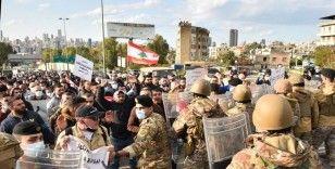 Lübnan'da protestocular yönetimin istifasını istedi