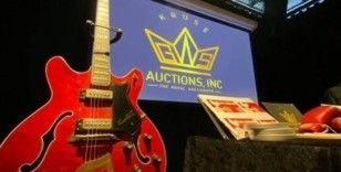 Elvis Presley'in gitarı rekor fiyata satıldı