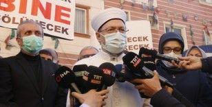 Diyanet İşleri Başkanı Ali Erbaş Diyarbakır'da evlat nöbeti tutan anneleri ziyaret etti