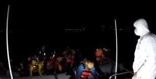 Ayvacık açıklarında Yunan sahil güvenliğinin Türk kara sularına geri ittiği 82 sığınmacı kurtarıldı