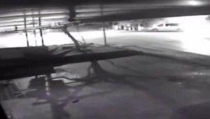 Başkent'te ters yönde ilerleyen minibüs otomobile çarptı