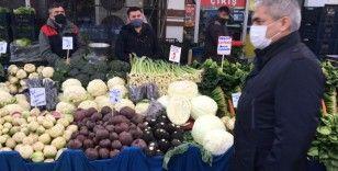 Zeytinburnu'nda semt pazarlarında korona virüs denetimi