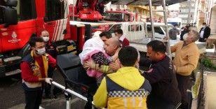 Maltepe'de korku dolu anlar, yangında mahsur kalanları itfaiye kurtardı