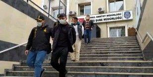 Esenyurt ve Eyüpsultan'da evlere giren hırsızlar, kıskıvrak polise yakalandı