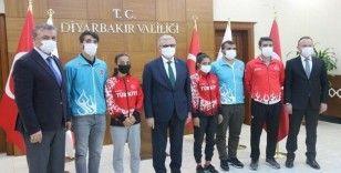 Vali Karaloğlu, Diyarbakırlı şampiyonları ağırladı