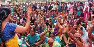 Hindistan'da Holi festivali kanlı bitti: 41 ölü, 38 yaralı