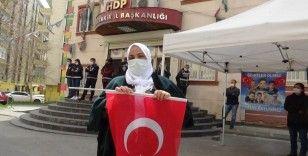 HDP önündeki evlat nöbeti, tüm olumsuzluklara rağmen sürüyor