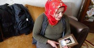 Evladı PKK tarafından kaçırılan anne kızının montuna sarılarak uyuyor