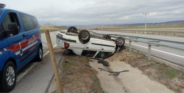 Bariyerlere çarpan otomobil refüje devrildi: 1 Yaralı