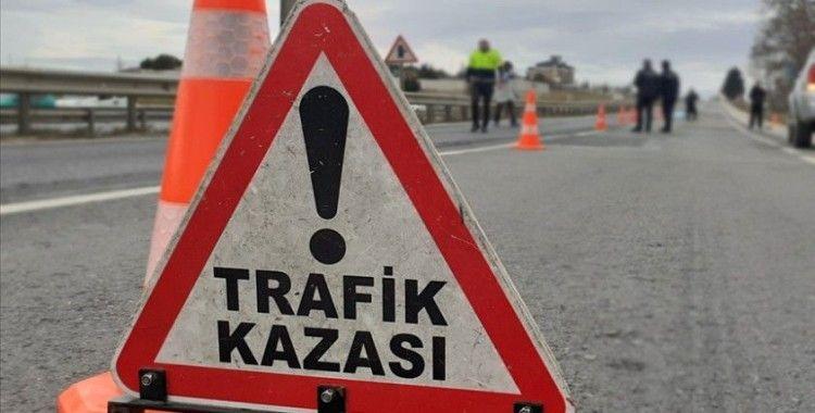 Isparta'da iki aracın çarpışması sonucu 3 kişi öldü, 8 kişi yaralandı