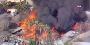 California'da depoda yangın: Alevler evlere sıçradı