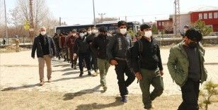 Van'da tır dorsesinde 218 düzensiz göçmen yakalandı