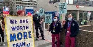 """Londra'da sağlık personelinden """"sosyal mesafeli"""" maaş protestosu"""