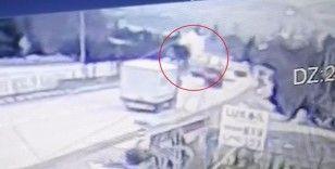 Kırıkkale'deki feci kaza kamerada: Karşı şeride havalandı, lüks otomobilin üstüne düştü