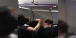Yolcu acil çıkış kapısını açmak istedi, uçak acil iniş yaptı