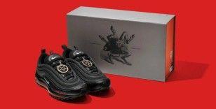 Nike, insan kanı kullanılan 'Şeytan Ayakkabıları'nın üreticisine açtığı davayı kazandı