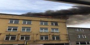 Başakşehir'de iş hanının çatı katında yangın