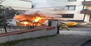 Çekmeköy'de korku dolu anlar: Araçlar alev aldı, evin camları patladı