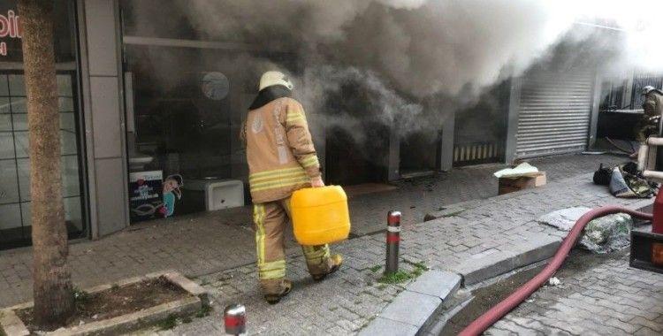 Güngören'de medikal deposunda korkutan yangın