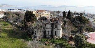 Kadıköy'deki 118 yıllık tarihi köşk harabeye döndü