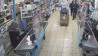İstanbul'da silahlı market soygunu kamerada