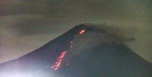 Endonezya'daki Merapi Yanardağı harekete geçti