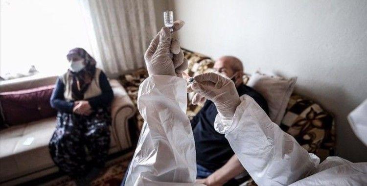 Sağlık Bakanı Koca: 65 yaş üstü büyüklerimizin vakalar içindeki oranı düştü