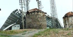 Bodrum'daki fırtına tonlarca ağırlıktaki çatıyı metrelerce uçurdu