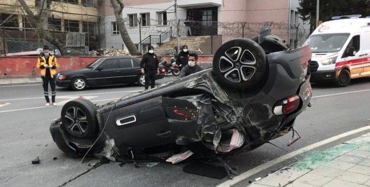 Küçükçekmece'de bir araç takla attı, sürücü ve yolcu kaza yerinden kaçtı