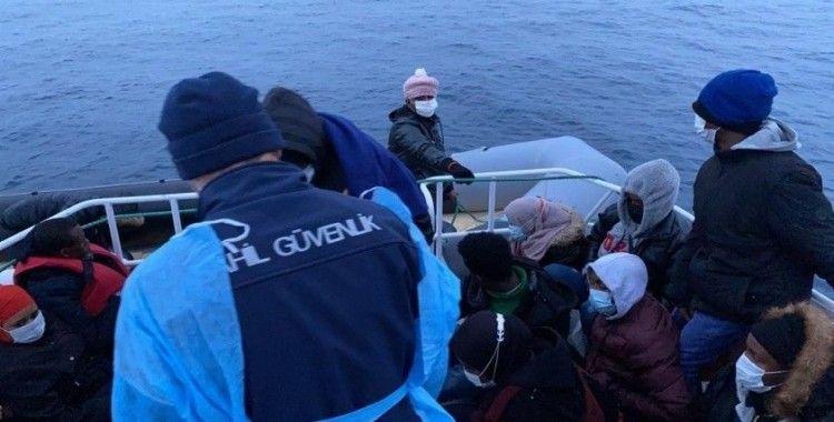 Balıkesir açıklarında 76 düzensiz göçmen kurtarıldı