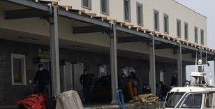 Dikili'de 63 göçmen ölüm yolculuğuna çıkmadan yakalandı