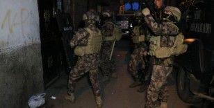 Barışmak için bir araya gelen iki aile arasında silahlı kavga: 2'si ağır 6 yaralı