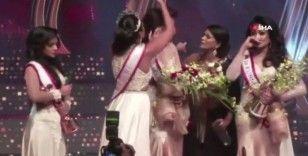 """Yeni Sri Lanka güzelinin tacını zorla alan """"2019 güzeli"""" gözaltına alındı"""