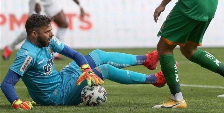Alanyaspor'un kalecisi Marafona, Beşiktaş yenilgisinden dolayı özür diledi