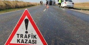 Kırıkkale'de ilginç kaza, cip park halindeki otomobilin üzerine çıktı
