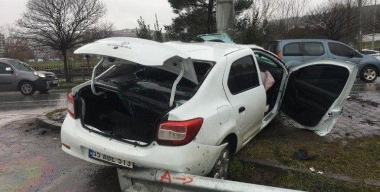Direğe çarpan otomobil hurdaya döndü: 2 ağır yaralı