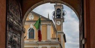 İtalya'da yasa dışı telefon dinleme krizi büyüyor