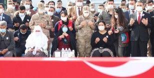Siirt'te terör örgütü PKK'ya yönelik operasyonda şehit olan asker için tören