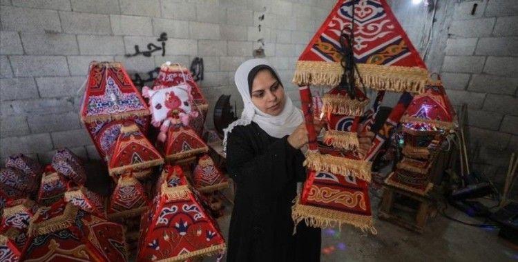 Gazze'nin eli işi ramazan kandillerini 5 çocuk annesi Kader yapıyor