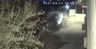 Süratli giden sürücü çarptığı duvarı parçaladı: 1'i ağır 3 yaralı