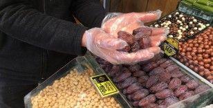 Eminönü'nde en pahalı hurmanın tanesi 5 TL
