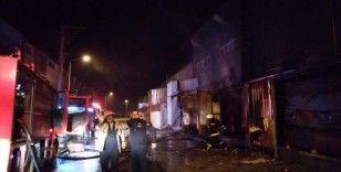 Sahur vakti Mobilya fabrikasındaki yangın korkuttu