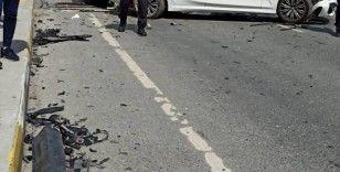 Freni tutmayan hafriyat kamyonu zincirleme kazaya neden oldu: 2 yaralı