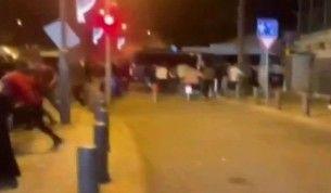 İsrail güçleri, Mescid-i Aksa'da ibadet edenlere saldırmaya devam ediyor