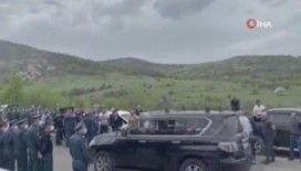 Ermenistan Başbakanı Paşinyan'nın konvoyuna yumurtalı saldırı