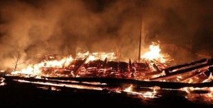 Kastamonu'da 2 ev, 2 ahır ve samanlığın hasar gördüğü yangın kontrol altına alındı