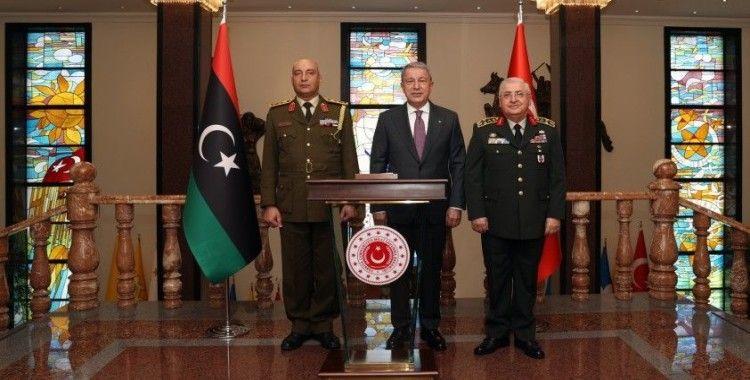 Akar, Libya Genelkurmay Başkanı Orgeneral Mohamed Elhadad'ı kabul etti