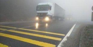Bolu Dağı'nda sağanak ve sis nedeniyle görüş mesafesi 30 metreye kadar düştü