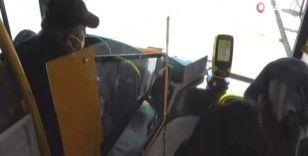 Otobüste HES kodu olmayan iki yaşlı kadın ile otobüs şoförü tartıştı