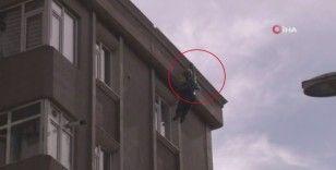 Yangından kurtulmak için çatıdan atlayan şahıs hayatını kaybetti